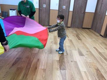 子どもたちが豊かな生活が送れるよう 丁寧に寄り添いサポート◎ 一緒に遊んだり勉強したり… 楽しみもいっぱい♪