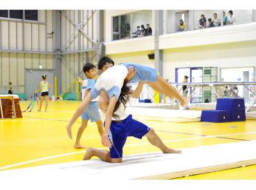 【インストラクター】○● 部活の経験が大活躍♪ ●○体操教室のインストラクター★子ども達の成長を間近で見守れる!土日は必ずお休み♪