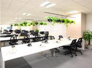キレイなオフィスで働こう♪ 社内の風通しも良く、 業務中も他愛のない話で 盛り上がっています◎