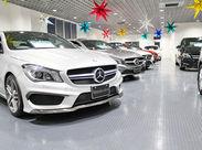 """場内には""""メルセデス・ベンツ""""が300台以上♪全クラスが揃っています。憧れの高級車を間近でみて、触れながらお仕事できますよ。"""