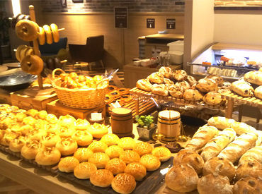 【ベーカリーSTAFF】憧れのパン屋さんで働こう!応募理由は…「パンが好き・興味がある」でOKです◎ブランクがある方も大歓迎!