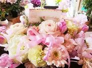 色とりどりの花々に元気をもらいながら働けます♪ピンク色のお花が可愛らしいですね◎