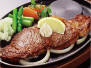 肉汁溢れるステーキが自慢★落ち着いた雰囲気の中で働けます!注文取りは手書きなので、機械操作などありません◎
