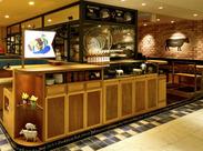 カフェのようにカジュアルな雰囲気のお店です★お一人様からファミリーまで様々なシーンで使って頂けるハンバーグダイナーです。