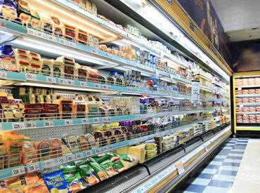 ≪短期・単発・長期OK!≫ スーパーで見たことある商品を扱うかも!! 深夜なのでモクモクと効率よく稼げます!