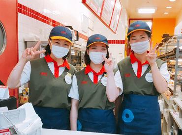 美味しいそうな甘い香りに包まれながら働けます♪ 名古屋の大学や、岡崎にある大学の寮から通う学生さんも活躍中☆