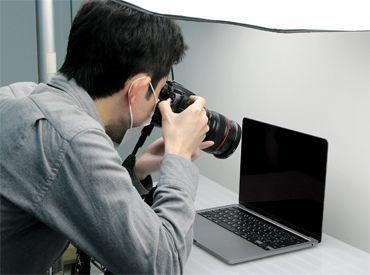 一眼レフでの商品撮影! カメラ未経験の方でも、操作はイチから先輩スタッフがお教えますので安心。