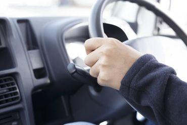 """1.5tトラックが運転できる免許をお持ちの方なら ドライバー経験は問いません★"""" 最初は先輩がサポートするのでご安心ください◎"""