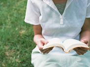 子どもからお年寄りまで、色んな方が利用する地域の憩いの場★これからたくさんの本と出会えるのも、楽しみの1つ…♪