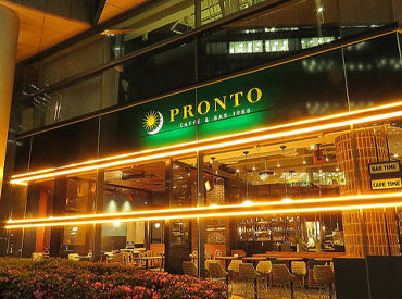 おしゃれな街並みの青山通り沿いに佇む、 PRONTO 青山店★ モーニング~夜の一杯まで… くつろぎの時間をご提供します♪