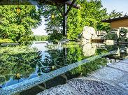 """宮沢湖を一望できる天然温泉かけ流しの露天風呂◎お仕事終わりに""""無料""""で堪能できますよ♪"""