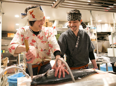 【キッチン】*。●TV・メディアで話題の魚Dining●。*≪髪型自由≫≪週1~≫≪履歴書不要≫キッチン手作りのオンリーワンまかない付♪