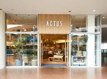 店内は落ち着いた雰囲気◎居心地の良さを追求し、家具や照明の配置にもこだわりが♪みんなで一緒にお店を作っていけます!