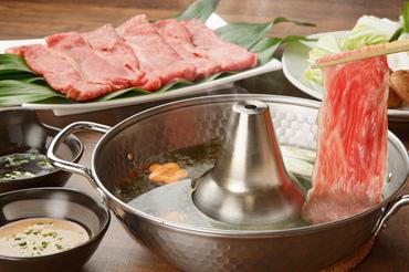【和風ダイニングSTAFF】小鉢・刺し身・焼き鳥・揚げ物まで…!食材にも調理方法にもこだわりアリ♪キッチンとホールの距離が近いのもPOINT★