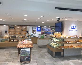 【パンの販売】松屋フロア内のベーカリーで唯一!店内厨房があって、焼きたてパンがたくさん♪1日4h~シフト融通ばっちり!扶養内OK★