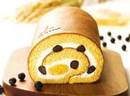 """""""五感""""の看板商品である、 大人気のロールケーキも作っています♪"""