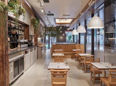 【109 N 3rd St, Brooklyn, NY 11249】 ニューヨーク・ブルックリンにある『egg』本店の雰囲気そのままに明るく開放感のある店内