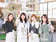 チームワーク抜群の職場です♪ オシャレで可愛い雑貨に囲まれて、 楽しくお仕事していただけます! 10~30代の女性staff活躍中!
