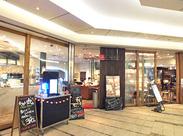 <交通費支給>レンガづくりのお洒落なお店@西新宿★ライブ感たっぷりのオープンキッチンはいつも賑やかなんです♪