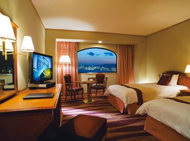 神戸の街並みを楽しめる、≪ホテルプラザ神戸≫で働きませんか? 六甲アイランドに位置する、オシャレなホテルです。