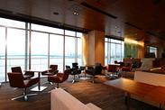 カフェからの眺望は最高★レインボーブリッジも一望できます♪広々明るいお店で、贅沢にお仕事しましょう◎土日祝のみ勤務もOK!