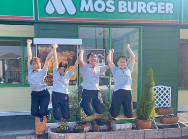 みんな大好き、モスバーガーで働こう☆彡 お客様の笑顔も毎日近くで見られる♪ 働いたらもっともっと好きになっちゃうかも!!