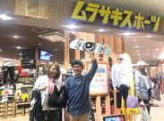 イオンモール岡山3Fにあるお店♪ トレンドアイテム多数で、スポーツ好きの方必見☆ 社割で、欲しかった商品も破格の価格でGET♪