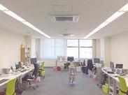 ▼日当たりもよくリラックスして作業ができるオフィスです! 話しやすいスペースでリラックスした状態で仕事ができます!