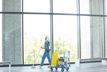 病院内の清掃なので、 お医者さんや看護師さん、患者さんから「いつもありがとう」と お声がけいただくことも♪