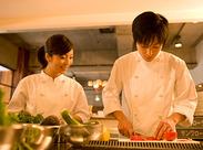 正社員として給与+ボーナスをもらいながら、調理のスキルアップができます。料理好きにもってこいの求人です!