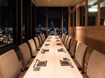 神戸の夜景を一望できる店内*お客さまはもちろんスタッフにも気持ちよく過ごしてもらえるよう、空間作りにもこだわっています♪