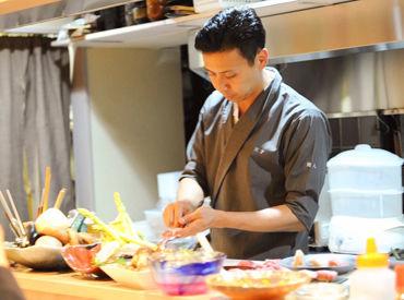 \オーナーの佐藤です/ 無口そうに見えますが、実は結構話します(笑)経験は不問です!手に職をつけて、料理人を目指しませんか?