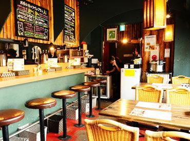 【スープカレー店staff】《メディアでも話題の人気店》たくさんのお客様で賑わう人気店!絶品スープカレーがまかないタダで食べれます♪