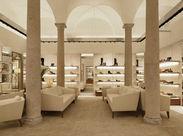 フェラガモって…? 1927年にサルバトーレフェラガモが創業。靴の履き心地は高評価を得ています♪