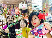 【 国際通りでお土産販売のお仕事!】沖縄のいろんなお土産がズラリ!お客様のお土産選びをお手伝い♪