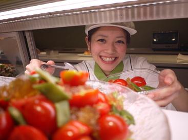 【サラダ販売】☆゜+.今、始めるなら♪ 駅チカ&駅ナカのサラダ販売.+゜☆主婦さん多数活躍中♪未経験◎選べるシフトで働きやすさ抜群!