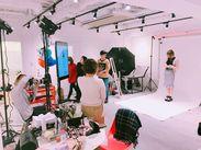リニューアルした、とってもキレイなオフィス・撮影スタジオ◇*゜経験・年齢関係なく意見を言い合える、和やかな環境です◎