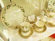 出品する商品は絵画や国内外の 有名ブランド品、作家の陶芸品や食器など♪