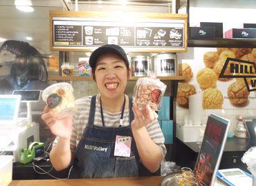 大阪駅前の『大丸梅田店』内にあります★ 制服は帽子とエプロンを支給♪ お洒落に楽しく働きませんか?*