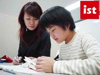 """指導していく中で、生徒さんの「分かった!」を聞いた時の""""喜び""""は格別です♪教える楽しみを感じながら働けますよ!"""