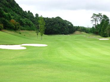 ▼緑に囲まれたゴルフ場の中での仕事だから、 勤務環境が気持ち良くってとってもいい♪