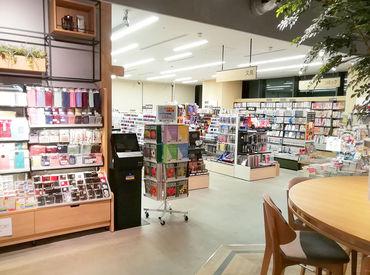 """全国に店舗を持つくまざわ書店で大募集! """"好きなものを仕事にしたい""""という方、いっしょに働いてみませんか♪"""