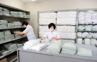 ≪リネンとは?≫寝具、白衣、タオルなど繊維製品の総称です。大きく2つのお仕事を病院の中でして頂きます。