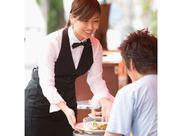 ≪沖縄リゾートを楽しもう≫未経験&大学生OK!今なら、有名なリゾートホテルで働けるChance★社員食堂や交通費など、待遇も◎