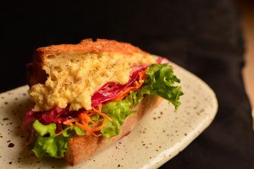 大人がよろこぶ「創菜パン」は、毎日手づくり◎4月にオープンしたばかりですが、お昼過ぎには売り切れることもあるんです♪
