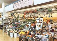 ハロウィン・クリスマス等の季節雑貨やかわいい輸入雑貨、文房具、コスメ、クラフト材料など…様々な商品を扱っているお店です♪