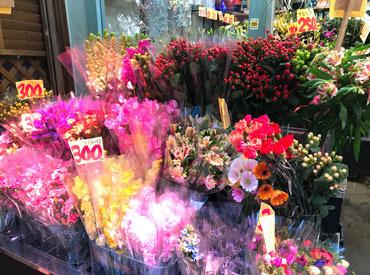 戸越商店街にあるお店なので、主婦さんなど地元の人も多くアットホームな雰囲気◎会話も楽しみの1つになりますよ!