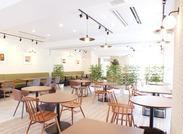中高齢者専用の分譲マンション内にあるカフェレストラン♪テラス席もあり、キレイ&お洒落な環境◎*゜