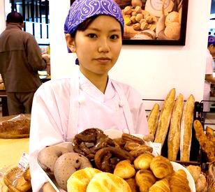 """【ベーカリーSTAFF】一生に一度は""""パン屋さん""""で働きたい♪そんな夢を<働きやすさ>で応援★未経験者さんも大歓迎♪お仕事は、丁寧に教えます!"""