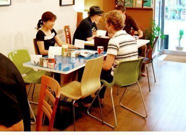 【英会話スクール受付スタッフ】「cubes english cafe」で新たなスタッフを大募集!英会話スクールですが、とてもおしゃれでまるで海外のカフェのような空間♪